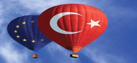 Türkiye, siyasi engellere  (Kıbrıs vetosu) rağmen, hava altyapısını modernleştirme ve ulusal mevzuatını buna uygun olarak değiştirme konusunda kararlı şekilde ilerliyor ve transit merkez olma hedefini gerçekleştirmeye çalışıyor.