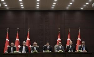Başbakan Ahmet Davutoğlu, Avrupa Birliği (AB) Reform Eylem Grubu toplantısının ardından Çankaya Köşkü'nde basın toplantısı düzenledi. Toplantıya İçişleri Bakanı Efkan Ala (solda), AB Bakanı ve Başmüzakereci Volkan Bozkır (sol2), Başbakan Yardımcısı Lütfi Elvan (sol3), Dışişleri Bakanı Mevlüt Çavuşoğlu (sağ2) ve Adalet Bakanı Bekir Bozdağ (sağ3) katıldı. (Murat Kula - Anadolu Ajansı)